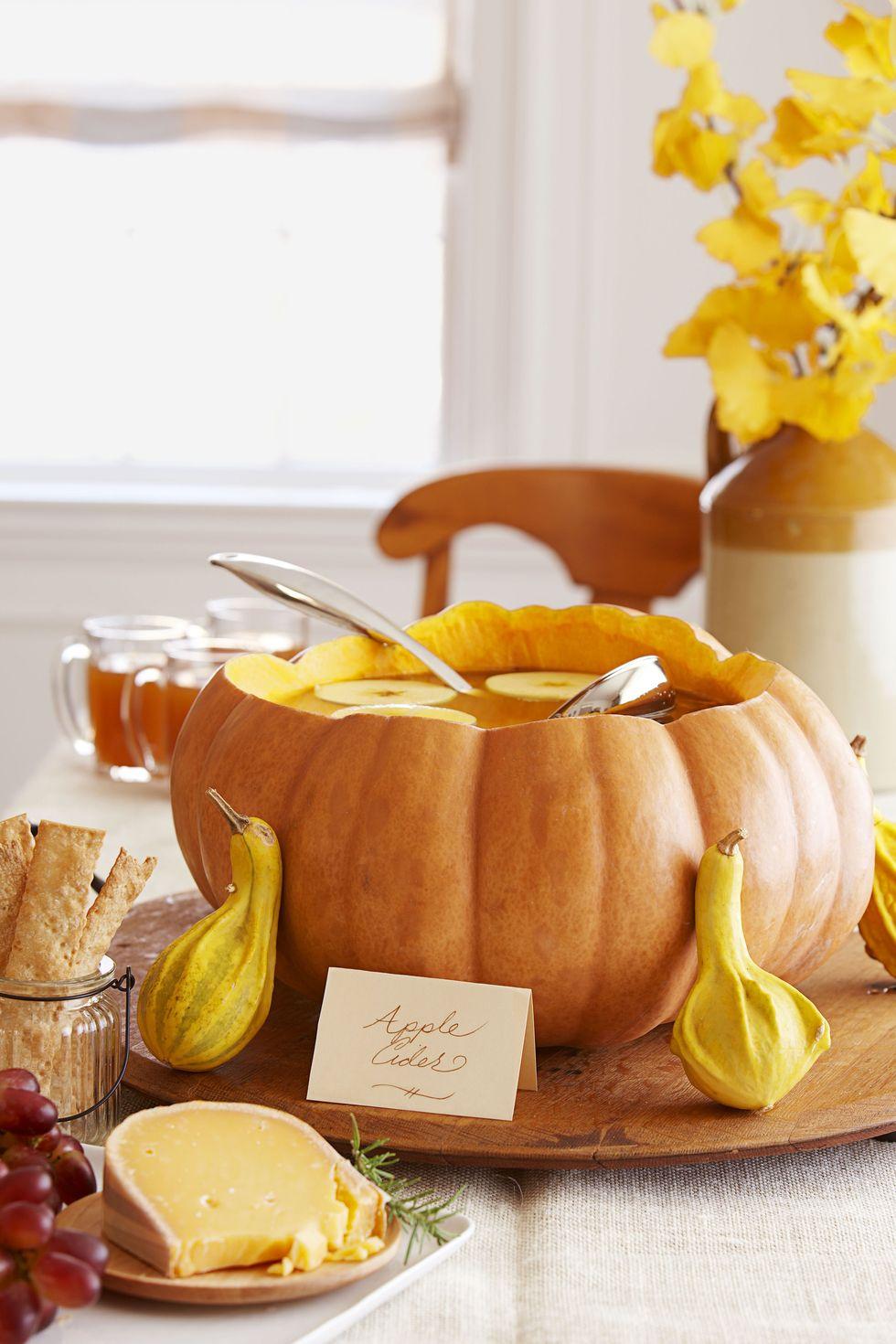 Halloween-i levesestál tökből