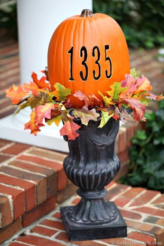 Otthoni cím a halloweeni tökön